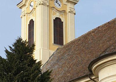 Szentendre Péter Pál Templom homlokzati kőrestaurátor munkái, II. ütem