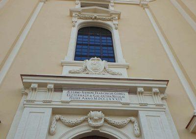 Tata Szent Kereszt Felmagasztalása Római Katolikus Templom homlokzati kőrestaurátor munkái