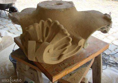 Mosonmagyaróvár Mosoni Templom homlokzati kővázák restaurálása