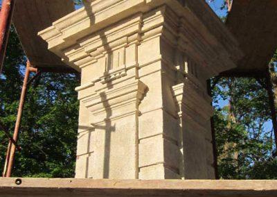 Fertőd Eszterházy kastélykert trófeumokkal díszített kapupillérek restaurálása