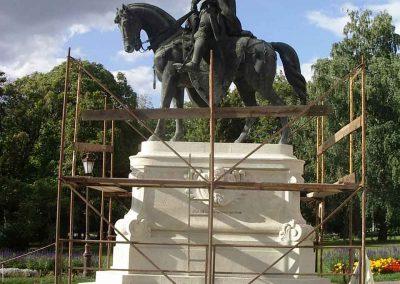 Gödöllő Egyetemi park Kálmán herceg lovasszobor posztamensének restaurálása