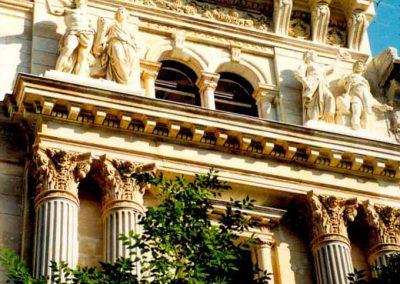 Budapest Andrássy út 12. homlokzati helyszíni restaurálás, és szoborrekonstrukció
